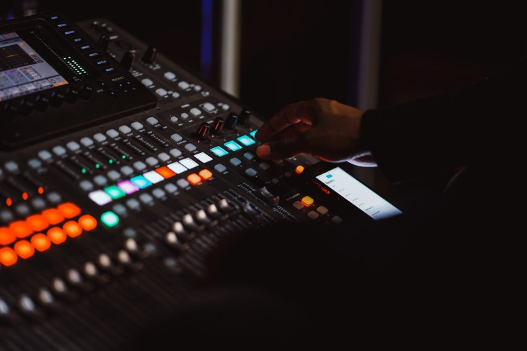 Top 10 Mixing Console for Streamer in 2020