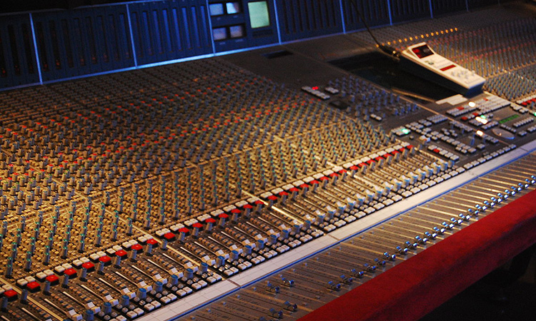 Analog Mixing Console
