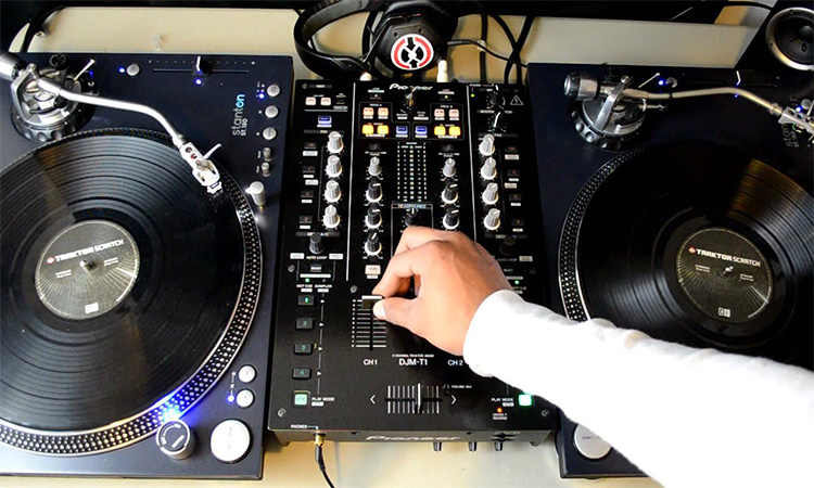 Top 10 DJ Scratch Mixer in 2020