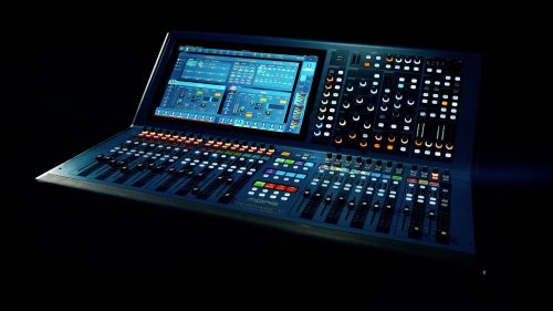 What Are the Differences Between a Digital Mixer and an Analog Mixer?