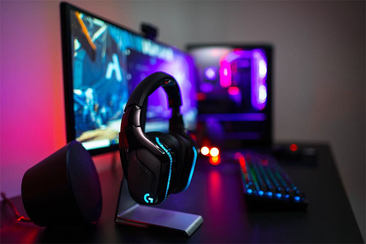 The Logitech G935: Worth the Hype?