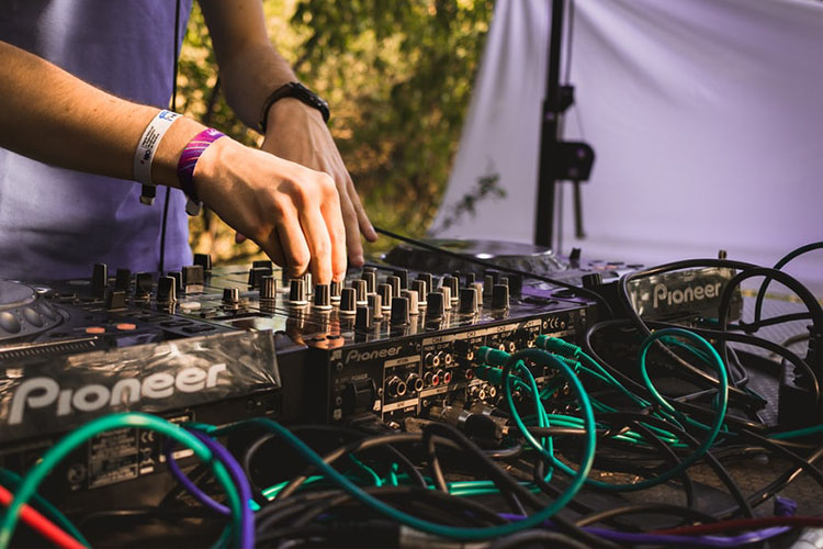 How to Choose the Right DJ Cables!