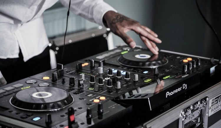 Automatic vs. Manual - Choosing a DJ Turntable