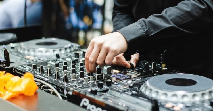 Factors to be Considered When Choosing a DJ Turntable